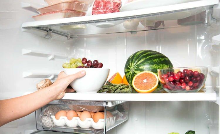 Como ficar livre do mau cheiro da geladeira